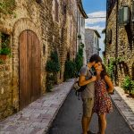 bacio a Assisi Umbria Travelnini
